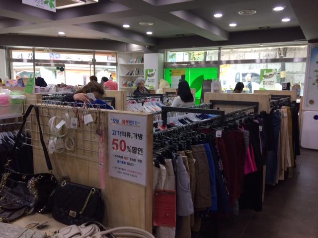 B store interior2